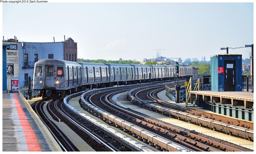 (288k, 1044x630)<br><b>Country:</b> United States<br><b>City:</b> New York<br><b>System:</b> New York City Transit<br><b>Line:</b> BMT West End Line<br><b>Location:</b> 18th Avenue <br><b>Route:</b> D<br><b>Car:</b> R-68 (Westinghouse-Amrail, 1986-1988)  2572 <br><b>Photo by:</b> Zach Summer<br><b>Date:</b> 6/24/2010<br><b>Viewed (this week/total):</b> 0 / 1170