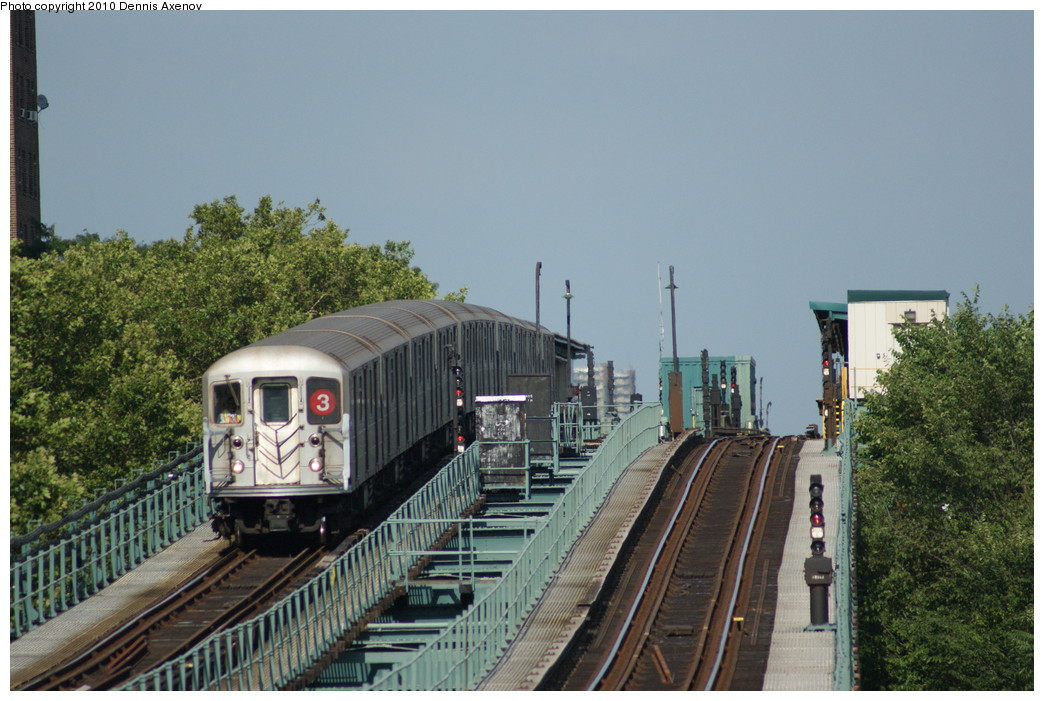 (256k, 1044x701)<br><b>Country:</b> United States<br><b>City:</b> New York<br><b>System:</b> New York City Transit<br><b>Line:</b> IRT Brooklyn Line<br><b>Location:</b> Pennsylvania Avenue <br><b>Route:</b> 3<br><b>Car:</b> R-62 (Kawasaki, 1983-1985)   <br><b>Photo by:</b> Dennis Axenov<br><b>Date:</b> 7/20/2010<br><b>Viewed (this week/total):</b> 0 / 1495