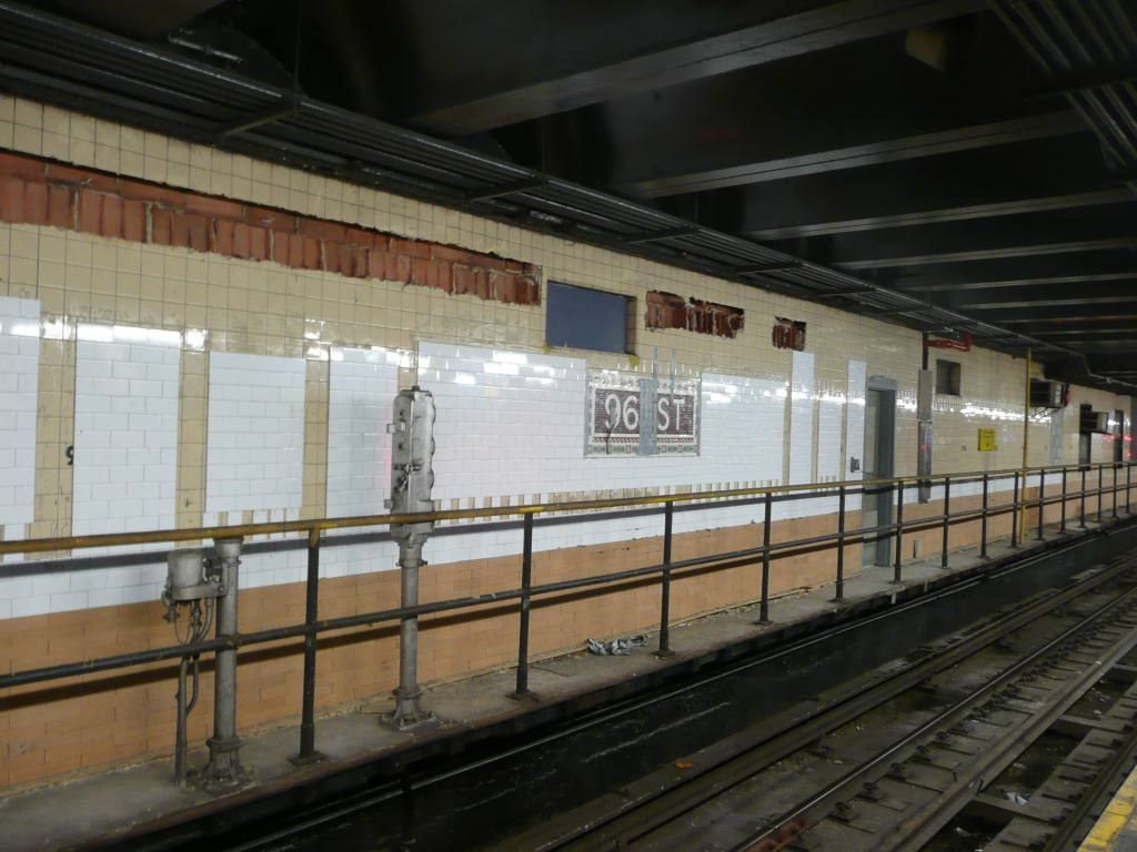 (117k, 1024x768)<br><b>Country:</b> United States<br><b>City:</b> New York<br><b>System:</b> New York City Transit<br><b>Line:</b> IRT West Side Line<br><b>Location:</b> 96th Street <br><b>Photo by:</b> Robbie Rosenfeld<br><b>Date:</b> 7/21/2010<br><b>Notes:</b> New wall tile.<br><b>Viewed (this week/total):</b> 1 / 1327