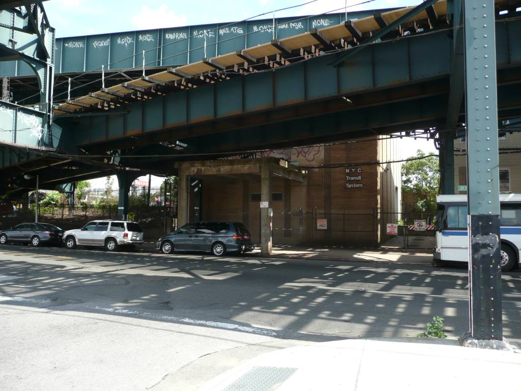 (136k, 1024x768)<br><b>Country:</b> United States<br><b>City:</b> New York<br><b>System:</b> New York City Transit<br><b>Line:</b> IND Fulton Street Line<br><b>Location:</b> Rockaway Boulevard <br><b>Photo by:</b> Robbie Rosenfeld<br><b>Date:</b> 7/22/2010<br><b>Notes:</b> Substation at Rockaway Blvd<br><b>Viewed (this week/total):</b> 2 / 1140