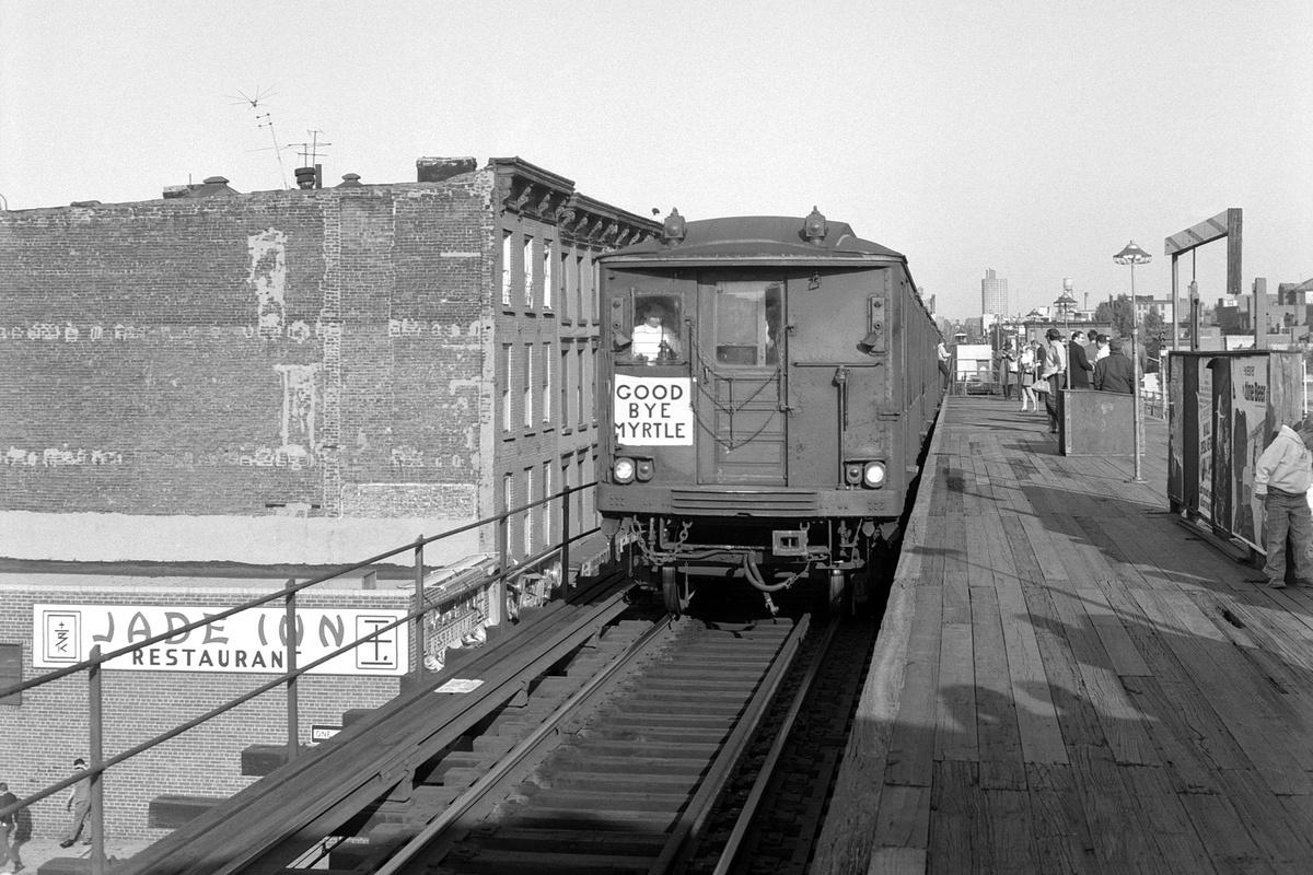 (198k, 1024x735)<br><b>Country:</b> United States<br><b>City:</b> New York<br><b>System:</b> New York City Transit<br><b>Line:</b> BMT Myrtle Avenue Line<br><b>Location:</b> Washington Avenue<br><b>Route:</b> Fan Trip<br><b>Car:</b> BMT Q 1622 <br><b>Collection of:</b> George Conrad Collection<br><b>Date:</b> 10/5/1969<br><b>Viewed (this week/total):</b> 3 / 2880