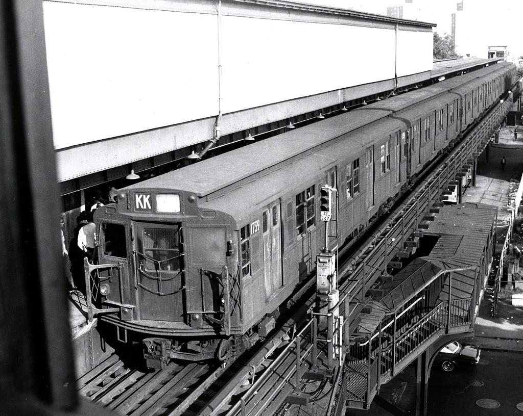 (265k, 1024x816)<br><b>Country:</b> United States<br><b>City:</b> New York<br><b>System:</b> New York City Transit<br><b>Line:</b> BMT Nassau Street/Jamaica Line<br><b>Location:</b> Broadway/East New York (Broadway Junction) <br><b>Route:</b> KK<br><b>Car:</b> R-9 (Pressed Steel, 1940)  1739 <br><b>Collection of:</b> George Conrad Collection<br><b>Date:</b> 7/10/1969<br><b>Viewed (this week/total):</b> 0 / 2026