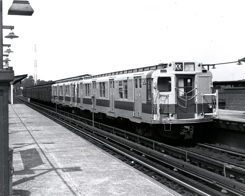 (201k, 1024x818)<br><b>Country:</b> United States<br><b>City:</b> New York<br><b>System:</b> New York City Transit<br><b>Line:</b> BMT Canarsie Line<br><b>Location:</b> Atlantic Avenue <br><b>Route:</b> KK Layup<br><b>Car:</b> R-7 (Pullman, 1937)  1524 <br><b>Collection of:</b> George Conrad Collection<br><b>Date:</b> 8/8/1970<br><b>Viewed (this week/total):</b> 3 / 3003