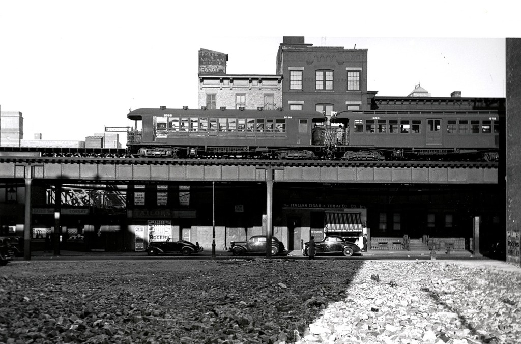 (182k, 1024x676)<br><b>Country:</b> United States<br><b>City:</b> New York<br><b>System:</b> New York City Transit<br><b>Line:</b> BMT 5th Avenue El<br><b>Location:</b> Fulton Street <br><b>Car:</b> BMT Elevated Gate Car 1098/673 <br><b>Collection of:</b> George Conrad Collection<br><b>Viewed (this week/total):</b> 6 / 3028