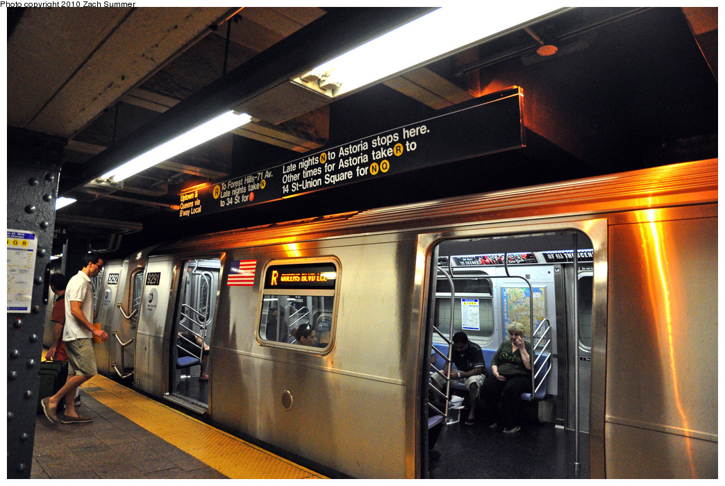 (298k, 1044x700)<br><b>Country:</b> United States<br><b>City:</b> New York<br><b>System:</b> New York City Transit<br><b>Line:</b> BMT Broadway Line<br><b>Location:</b> Whitehall Street <br><b>Route:</b> R<br><b>Car:</b> R-160A (Option 1) (Alstom, 2008-2009, 5 car sets)  9291 <br><b>Photo by:</b> Zach Summer<br><b>Date:</b> 6/25/2010<br><b>Notes:</b> Last Day of W service - note updated signage<br><b>Viewed (this week/total):</b> 0 / 2527