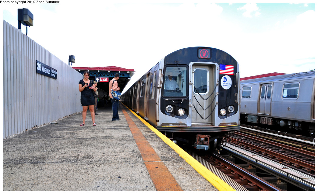 (245k, 1044x635)<br><b>Country:</b> United States<br><b>City:</b> New York<br><b>System:</b> New York City Transit<br><b>Line:</b> BMT Astoria Line<br><b>Location:</b> 36th/Washington Aves. <br><b>Route:</b> W<br><b>Car:</b> R-160B (Option 1) (Kawasaki, 2008-2009)  9068 <br><b>Photo by:</b> Zach Summer<br><b>Date:</b> 6/25/2010<br><b>Notes:</b> Last Day of W Service<br><b>Viewed (this week/total):</b> 2 / 1601