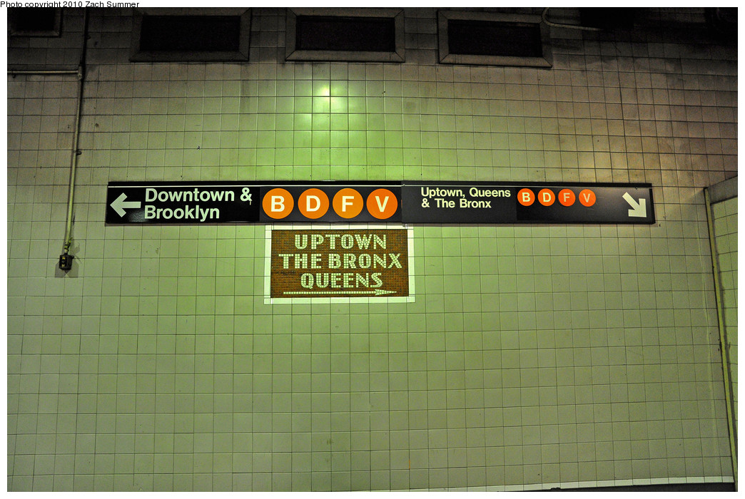 (264k, 1044x700)<br><b>Country:</b> United States<br><b>City:</b> New York<br><b>System:</b> New York City Transit<br><b>Line:</b> IND 6th Avenue Line<br><b>Location:</b> 34th Street/Herald Square <br><b>Photo by:</b> Zach Summer<br><b>Date:</b> 6/25/2010<br><b>Notes:</b> Last day of V service<br><b>Viewed (this week/total):</b> 0 / 1927