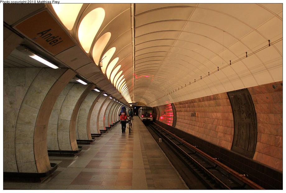 (196k, 920x620)<br><b>Country:</b> Czech Republic<br><b>City:</b> Prague<br><b>System:</b> Dopravni podnik Prahy <br><b>Line:</b> Prague Metro-B<br><b>Location:</b> Anděl (formerly Moskevská) <br><b>Photo by:</b> Matthias Frey<br><b>Date:</b> 8/11/2010<br><b>Viewed (this week/total):</b> 0 / 479