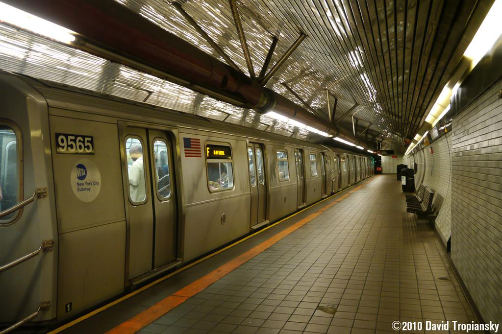 (300k, 1024x682)<br><b>Country:</b> United States<br><b>City:</b> New York<br><b>System:</b> New York City Transit<br><b>Line:</b> IND 63rd Street<br><b>Location:</b> Roosevelt Island <br><b>Route:</b> F<br><b>Car:</b> R-160A (Option 1) (Alstom, 2008-2009, 5 car sets)  9565 <br><b>Photo by:</b> David Tropiansky<br><b>Date:</b> 7/14/2010<br><b>Viewed (this week/total):</b> 1 / 1529