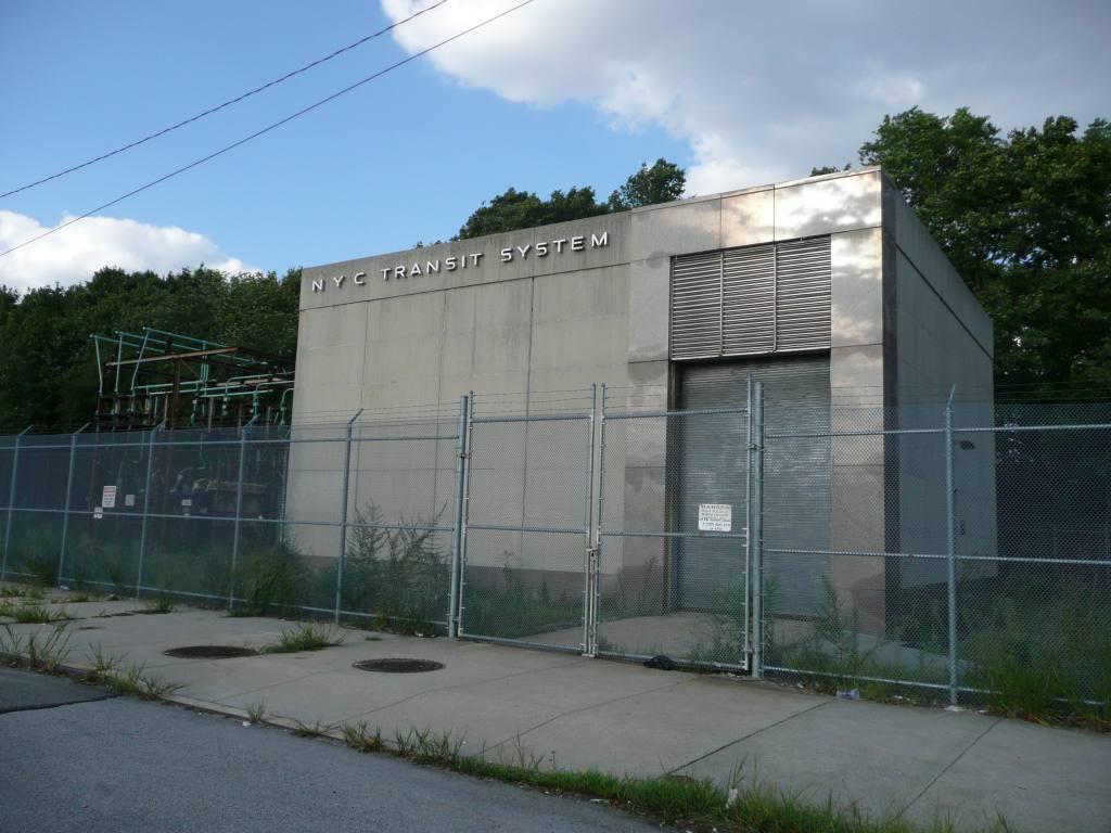 (115k, 1024x768)<br><b>Country:</b> United States<br><b>City:</b> New York<br><b>System:</b> New York City Transit<br><b>Line:</b> IND Rockaway<br><b>Location:</b> Aqueduct/North Conduit Avenue <br><b>Photo by:</b> Robbie Rosenfeld<br><b>Date:</b> 8/26/2010<br><b>Notes:</b> Aqueduct substation<br><b>Viewed (this week/total):</b> 0 / 935