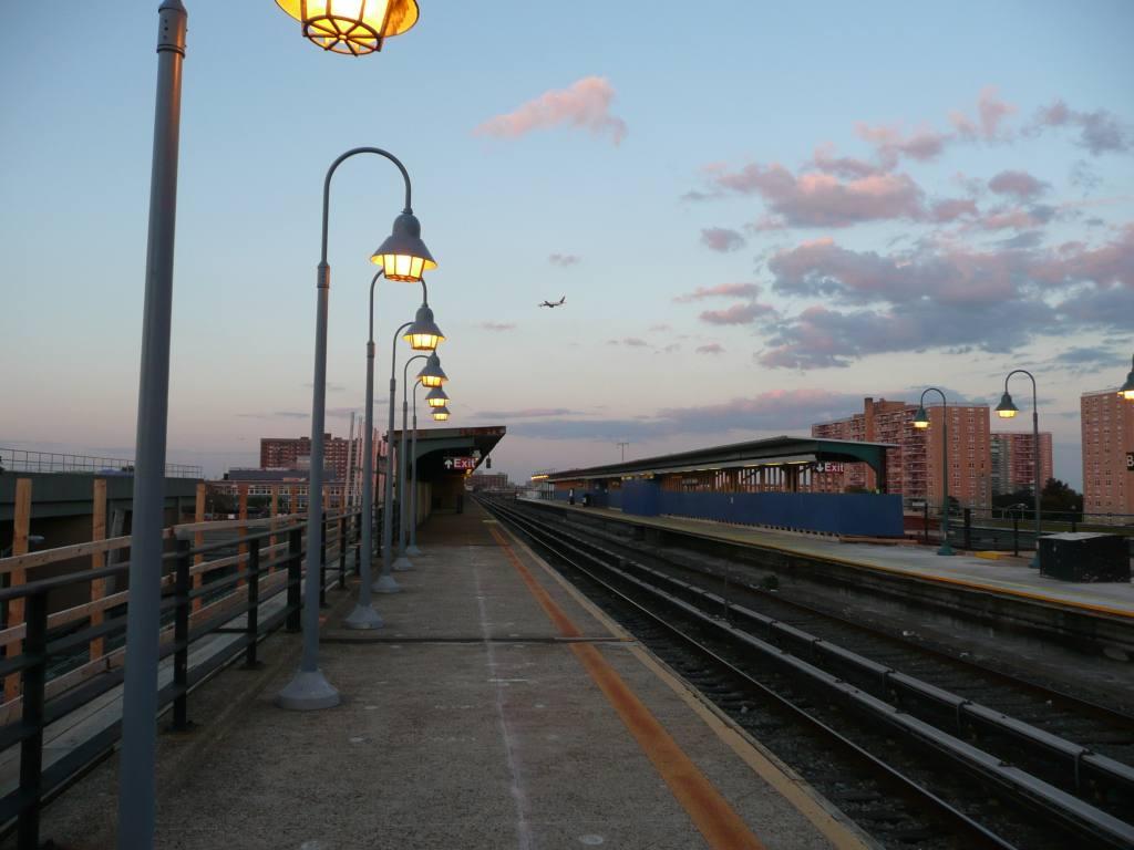 (97k, 1024x768)<br><b>Country:</b> United States<br><b>City:</b> New York<br><b>System:</b> New York City Transit<br><b>Line:</b> IND Rockaway<br><b>Location:</b> Beach 25th Street/Wavecrest <br><b>Photo by:</b> Robbie Rosenfeld<br><b>Date:</b> 8/26/2010<br><b>Notes:</b> Station view<br><b>Viewed (this week/total):</b> 0 / 876