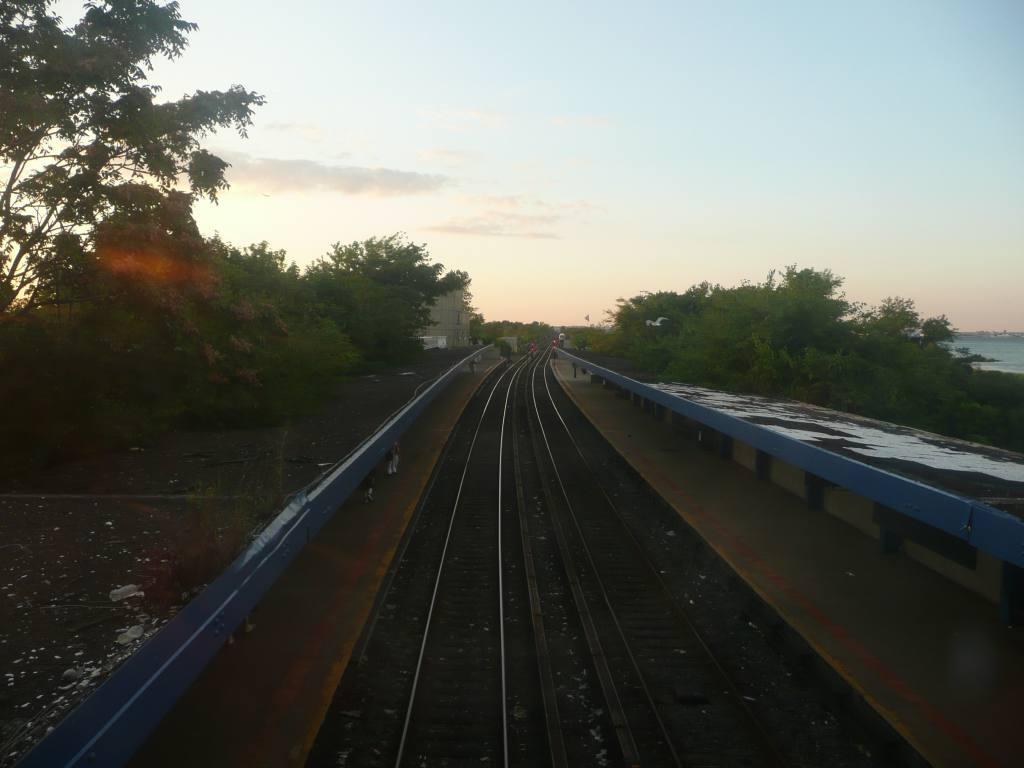 (87k, 1024x768)<br><b>Country:</b> United States<br><b>City:</b> New York<br><b>System:</b> New York City Transit<br><b>Line:</b> IND Rockaway<br><b>Location:</b> Broad Channel <br><b>Photo by:</b> Robbie Rosenfeld<br><b>Date:</b> 8/26/2010<br><b>Notes:</b> Station view<br><b>Viewed (this week/total):</b> 2 / 1037