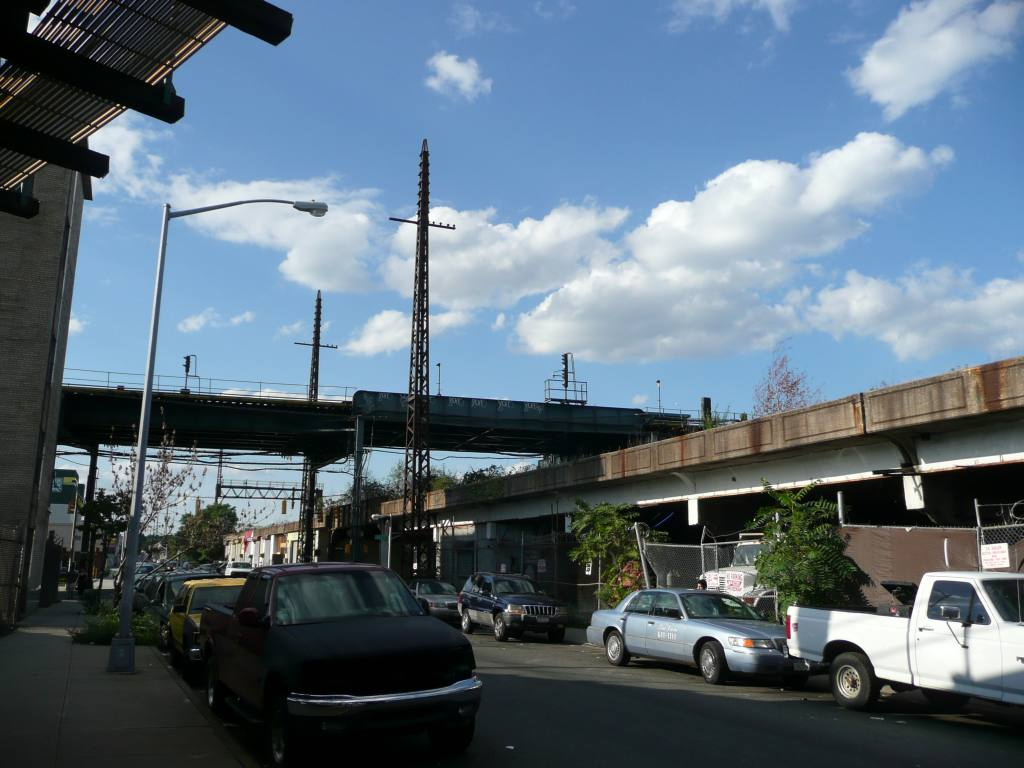(117k, 1024x768)<br><b>Country:</b> United States<br><b>City:</b> New York<br><b>System:</b> New York City Transit<br><b>Line:</b> IND Fulton Street Line<br><b>Location:</b> Rockaway Boulevard <br><b>Photo by:</b> Robbie Rosenfeld<br><b>Date:</b> 8/26/2010<br><b>Notes:</b> Tracks east of Rockaway Blvd passing over former Rockaway LIRR viaduct<br><b>Viewed (this week/total):</b> 1 / 1116