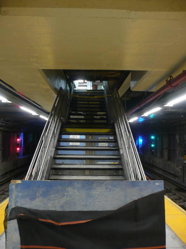 (85k, 768x1024)<br><b>Country:</b> United States<br><b>City:</b> New York<br><b>System:</b> New York City Transit<br><b>Line:</b> BMT Broadway Line<br><b>Location:</b> Jay St./Metrotech (Lawrence St.) <br><b>Photo by:</b> Robbie Rosenfeld<br><b>Date:</b> 8/18/2010<br><b>Notes:</b> Jay-Lawrence transfer staitway<br><b>Viewed (this week/total):</b> 3 / 1932