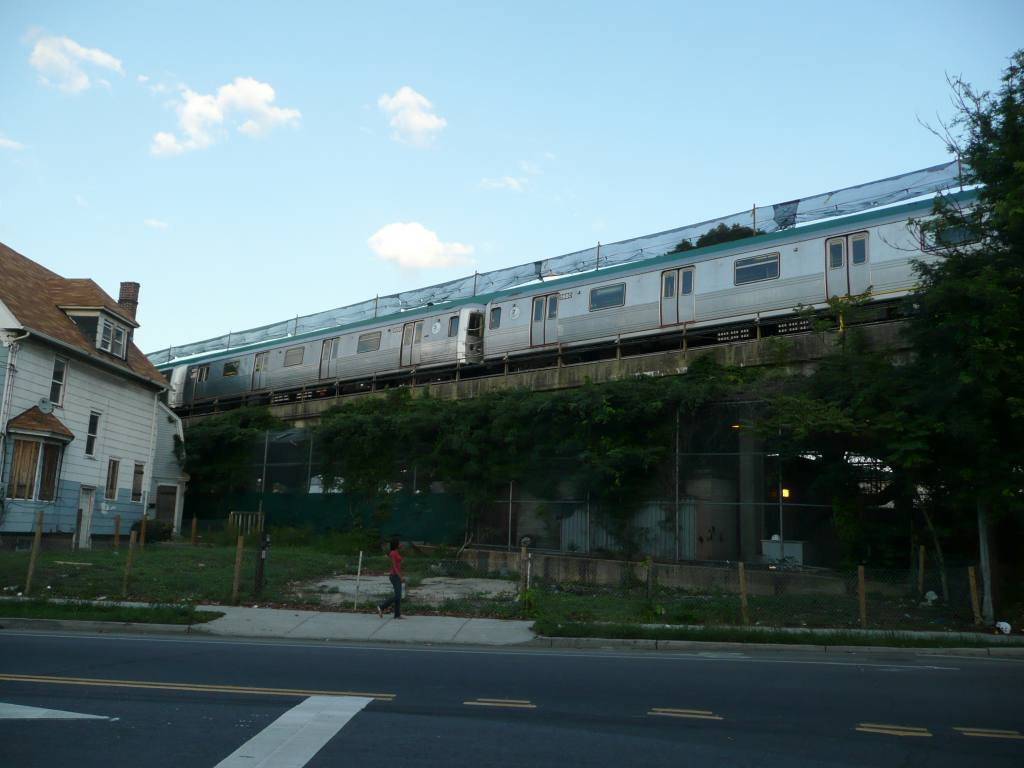 (75k, 1024x768)<br><b>Country:</b> United States<br><b>City:</b> New York<br><b>System:</b> New York City Transit<br><b>Line:</b> IND Rockaway<br><b>Location:</b> Mott Avenue/Far Rockaway <br><b>Photo by:</b> Robbie Rosenfeld<br><b>Date:</b> 8/26/2010<br><b>Notes:</b> View from street<br><b>Viewed (this week/total):</b> 0 / 876