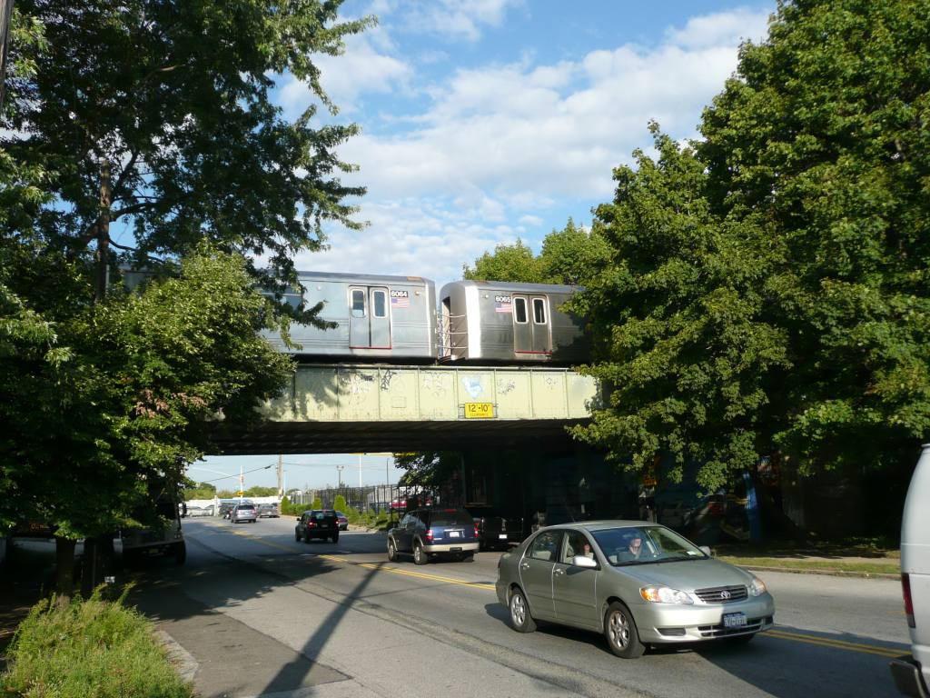(177k, 1024x768)<br><b>Country:</b> United States<br><b>City:</b> New York<br><b>System:</b> New York City Transit<br><b>Line:</b> IND Rockaway<br><b>Location:</b> Aqueduct/North Conduit Avenue <br><b>Photo by:</b> Robbie Rosenfeld<br><b>Date:</b> 8/26/2010<br><b>Notes:</b> Crossing Linden Blvd.<br><b>Viewed (this week/total):</b> 0 / 952