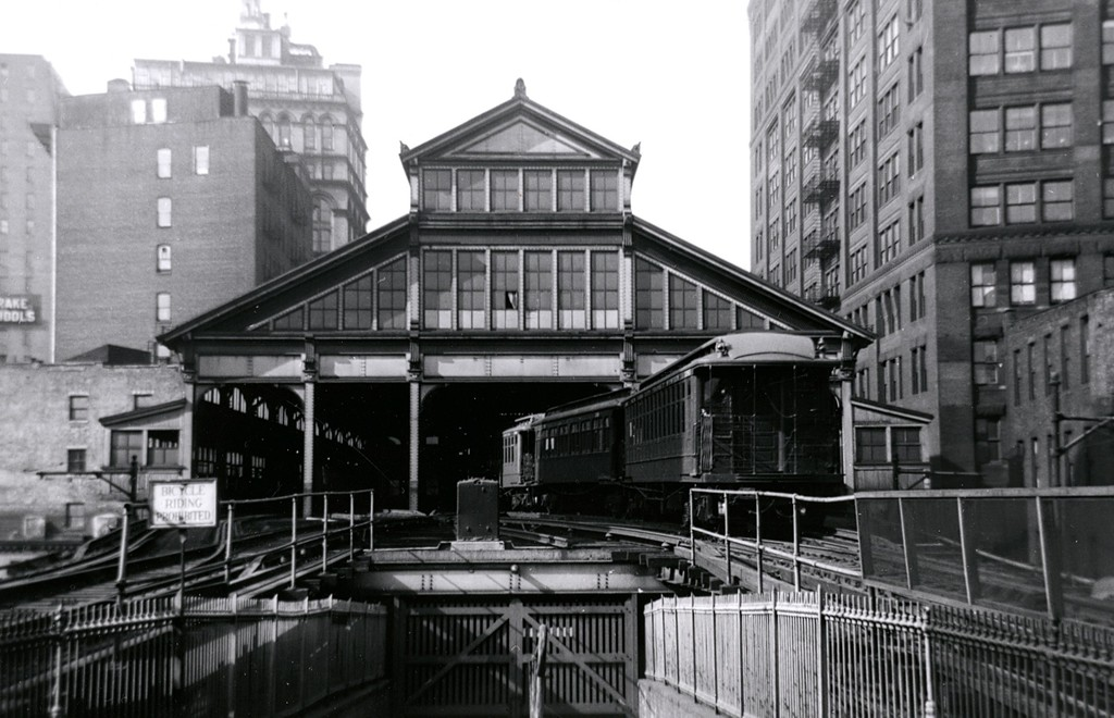 (174k, 1024x660)<br><b>Country:</b> United States<br><b>City:</b> New York<br><b>System:</b> New York City Transit<br><b>Line:</b> BMT Fulton<br><b>Location:</b> City Hall/Park Row <br><b>Car:</b> BMT Elevated Gate Car  <br><b>Collection of:</b> George Conrad Collection<br><b>Date:</b> 2/19/1944<br><b>Notes:</b> Entering Park Row from Brooklyn Br.<br><b>Viewed (this week/total):</b> 0 / 3612