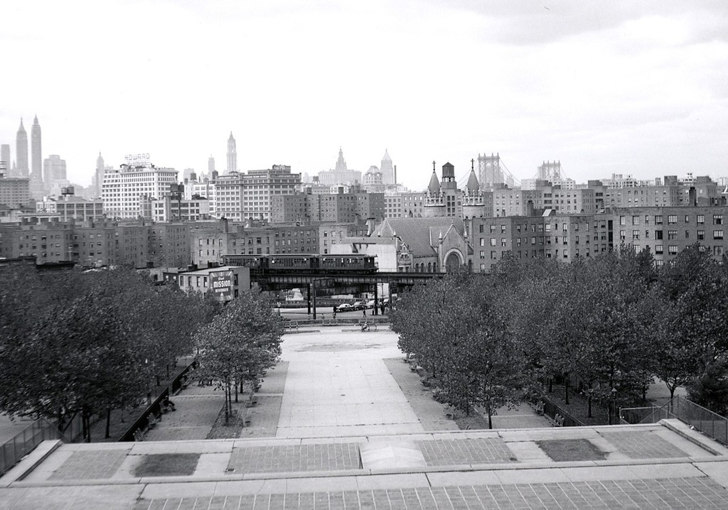 (193k, 1024x718)<br><b>Country:</b> United States<br><b>City:</b> New York<br><b>System:</b> New York City Transit<br><b>Line:</b> BMT Myrtle Avenue Line<br><b>Location:</b> View from Ft. Greene Park <br><b>Car:</b> BMT Elevated Gate Car  <br><b>Collection of:</b> George Conrad Collection<br><b>Notes:</b> View from Ft. Greene Park - Prison Ship Martyrs Monument<br><b>Viewed (this week/total):</b> 0 / 2646