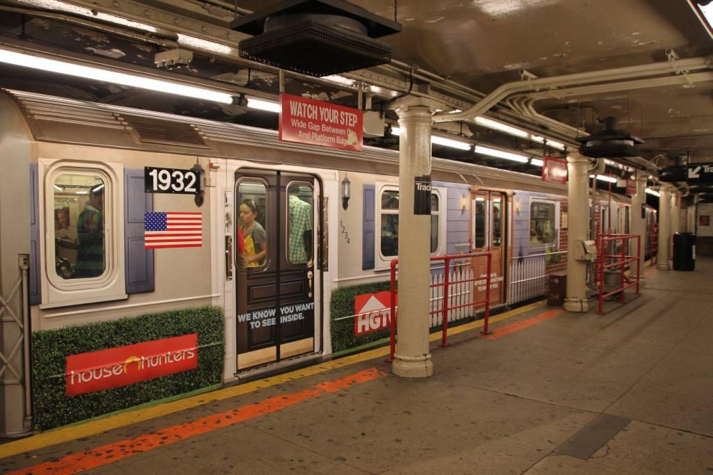 (129k, 1024x683)<br><b>Country:</b> United States<br><b>City:</b> New York<br><b>System:</b> New York City Transit<br><b>Line:</b> IRT Times Square-Grand Central Shuttle<br><b>Location:</b> Times Square <br><b>Route:</b> S<br><b>Car:</b> R-62A (Bombardier, 1984-1987)  1932 <br><b>Photo by:</b> Robbie Rosenfeld<br><b>Date:</b> 9/6/2010<br><b>Notes:</b> HGTV ad wrap<br><b>Viewed (this week/total):</b> 3 / 1406