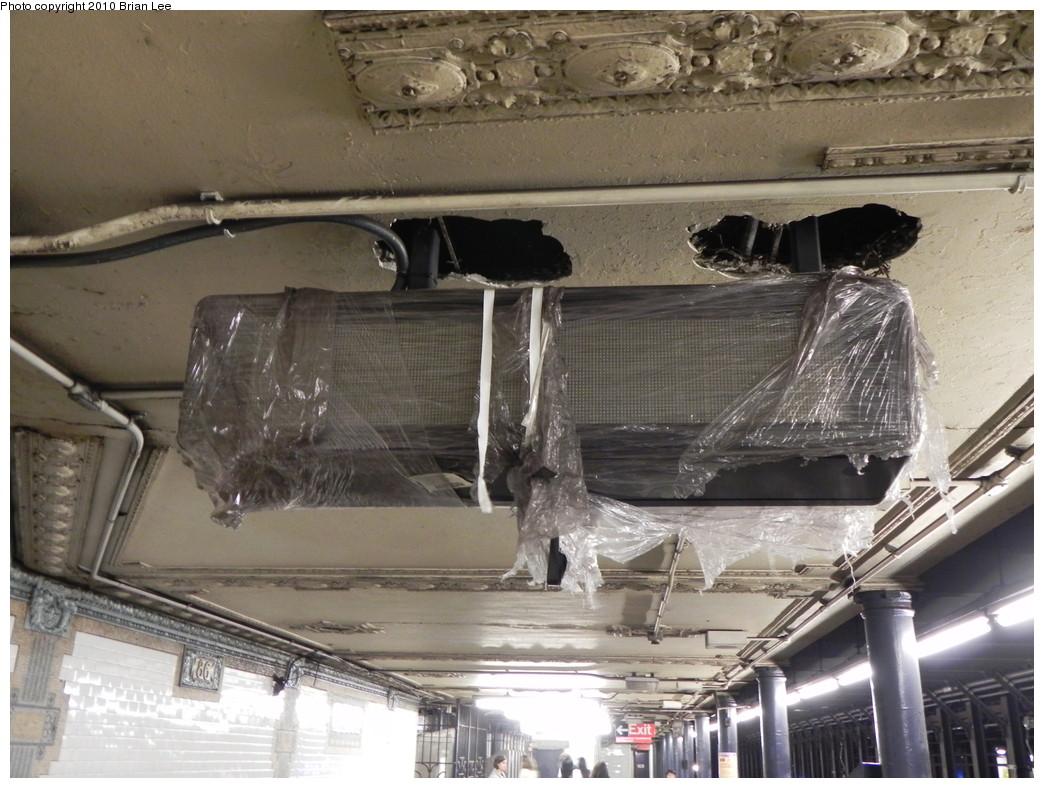 (277k, 1044x788)<br><b>Country:</b> United States<br><b>City:</b> New York<br><b>System:</b> New York City Transit<br><b>Line:</b> IRT West Side Line<br><b>Location:</b> 86th Street <br><b>Photo by:</b> Brian Lee<br><b>Date:</b> 8/24/2010<br><b>Notes:</b> New countdown clock being installed.<br><b>Viewed (this week/total):</b> 0 / 1207