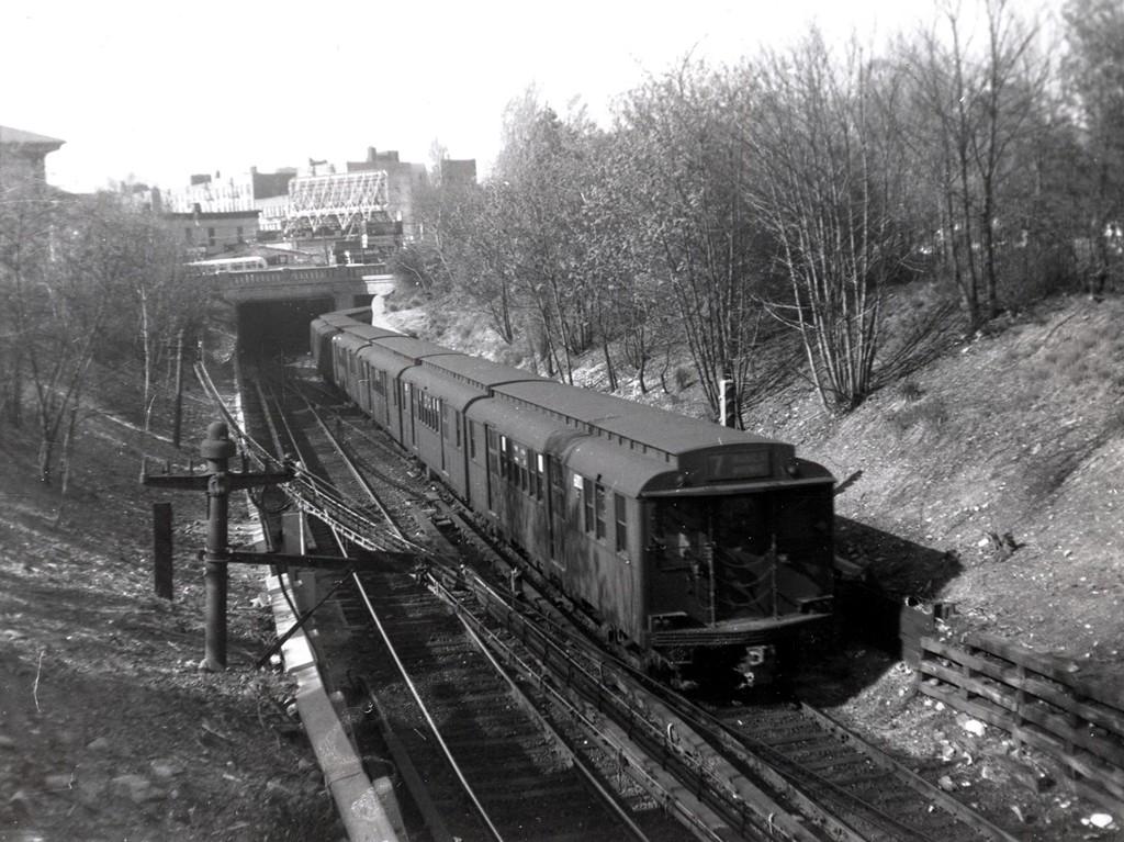 (216k, 1024x767)<br><b>Country:</b> United States<br><b>City:</b> New York<br><b>System:</b> New York City Transit<br><b>Line:</b> BMT Franklin<br><b>Location:</b> Empire Blvd. (Malbone St.) Tunnel Portal <br><b>Car:</b> BMT D-Type Triplex  <br><b>Collection of:</b> George Conrad Collection<br><b>Date:</b> 5/6/1961<br><b>Viewed (this week/total):</b> 0 / 2295