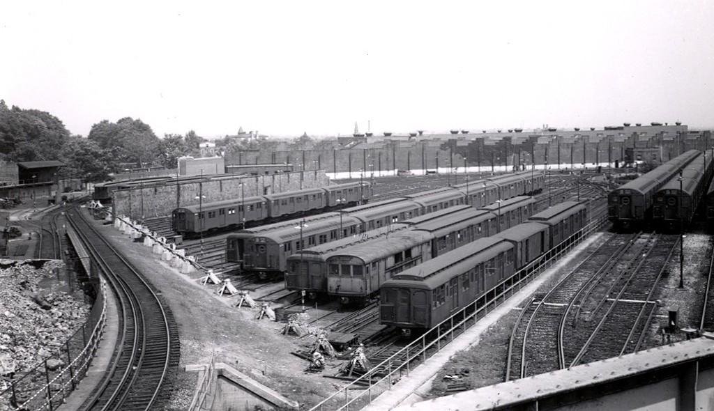 (160k, 1024x590)<br><b>Country:</b> United States<br><b>City:</b> New York<br><b>System:</b> New York City Transit<br><b>Location:</b> East New York Yard/Shops<br><b>Collection of:</b> George Conrad Collection<br><b>Date:</b> 1959<br><b>Viewed (this week/total):</b> 0 / 760