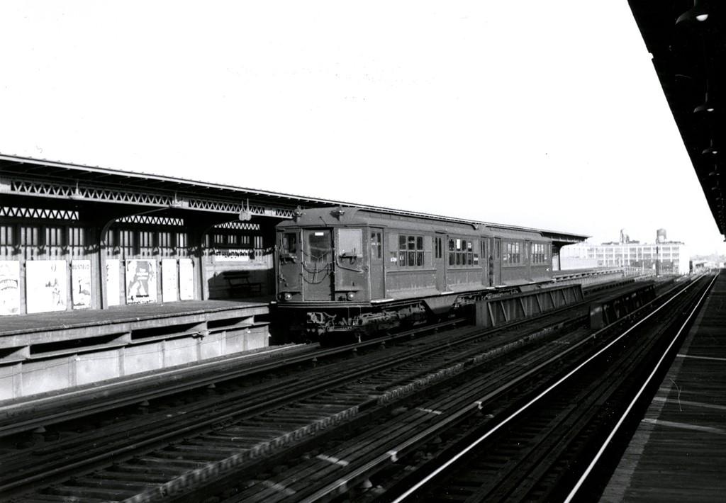 (138k, 1024x710)<br><b>Country:</b> United States<br><b>City:</b> New York<br><b>System:</b> New York City Transit<br><b>Line:</b> BMT Culver Line<br><b>Location:</b> Fort Hamilton Parkway <br><b>Car:</b> BMT-Low V  <br><b>Collection of:</b> George Conrad Collection<br><b>Viewed (this week/total):</b> 3 / 1438