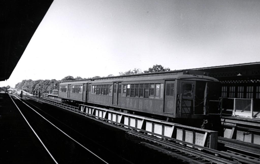 (114k, 1024x646)<br><b>Country:</b> United States<br><b>City:</b> New York<br><b>System:</b> New York City Transit<br><b>Line:</b> BMT Culver Line<br><b>Location:</b> Fort Hamilton Parkway <br><b>Car:</b> BMT-Low V  <br><b>Collection of:</b> George Conrad Collection<br><b>Viewed (this week/total):</b> 0 / 1432