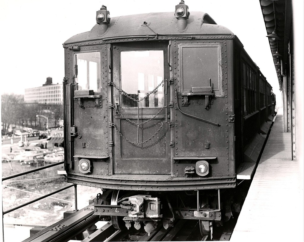 (221k, 1024x815)<br><b>Country:</b> United States<br><b>City:</b> New York<br><b>System:</b> New York City Transit<br><b>Line:</b> BMT Culver Line<br><b>Location:</b> Ditmas Avenue-Shuttle<br><b>Car:</b> BMT-Low V  <br><b>Collection of:</b> George Conrad Collection<br><b>Viewed (this week/total):</b> 1 / 915