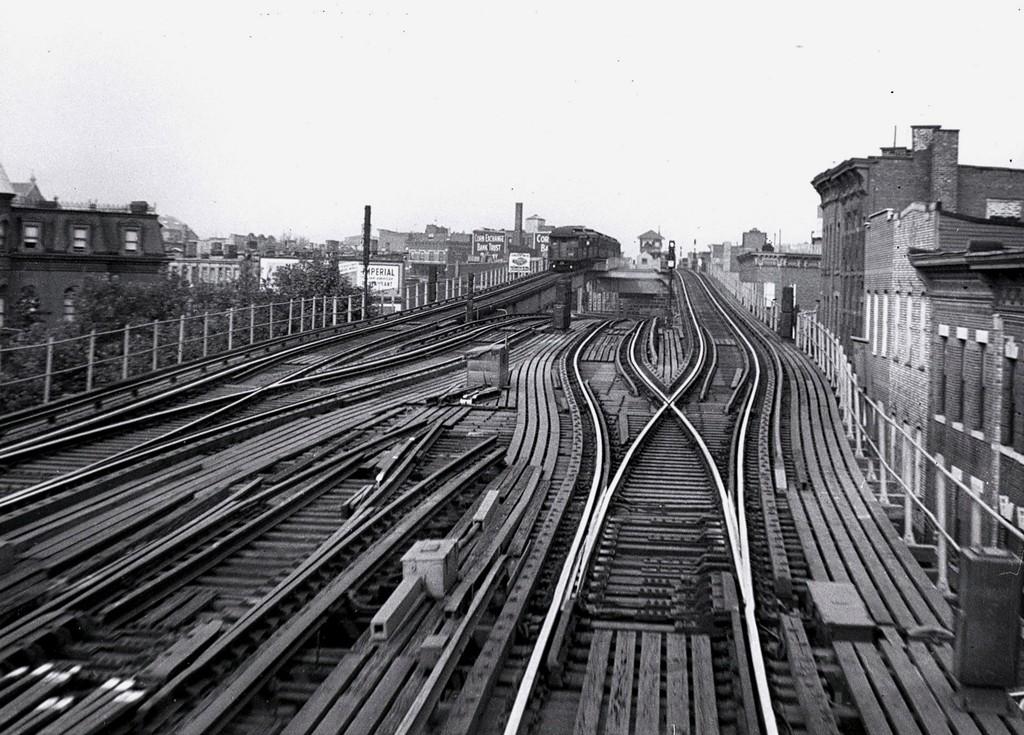 (227k, 1024x735)<br><b>Country:</b> United States<br><b>City:</b> New York<br><b>System:</b> New York City Transit<br><b>Line:</b> BMT Myrtle Avenue Line<br><b>Location:</b> Broadway/Myrtle Avenue (Upper Level) <br><b>Car:</b> BMT Elevated Gate Car  <br><b>Collection of:</b> George Conrad Collection<br><b>Date:</b> 8/30/1948<br><b>Viewed (this week/total):</b> 3 / 4493