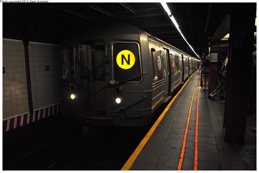 (196k, 1044x700)<br><b>Country:</b> United States<br><b>City:</b> New York<br><b>System:</b> New York City Transit<br><b>Line:</b> BMT Broadway Line<br><b>Location:</b> 34th Street/Herald Square <br><b>Route:</b> N<br><b>Car:</b> R-68A (Kawasaki, 1988-1989)  5086 <br><b>Photo by:</b> Zach Summer<br><b>Date:</b> 6/28/2010<br><b>Notes:</b> First Day of Full-time Broadway Local N Service<br><b>Viewed (this week/total):</b> 0 / 1995