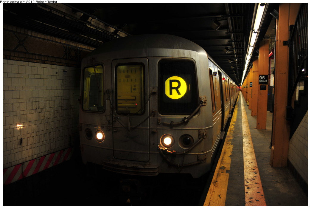 (202k, 1044x701)<br><b>Country:</b> United States<br><b>City:</b> New York<br><b>System:</b> New York City Transit<br><b>Line:</b> BMT 4th Avenue<br><b>Location:</b> 95th Street/Fort Hamilton <br><b>Route:</b> R<br><b>Car:</b> R-46 (Pullman-Standard, 1974-75)  <br><b>Photo by:</b> Robert Taylor<br><b>Date:</b> 7/31/2010<br><b>Viewed (this week/total):</b> 1 / 1856