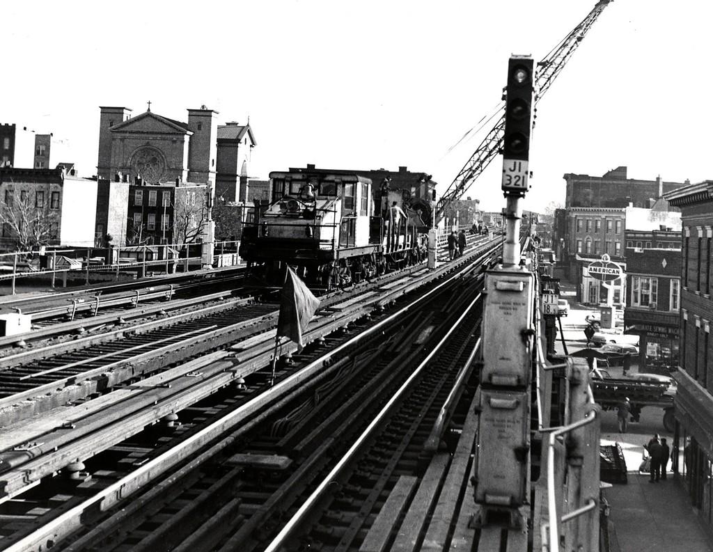 (233k, 1024x793)<br><b>Country:</b> United States<br><b>City:</b> New York<br><b>System:</b> New York City Transit<br><b>Line:</b> BMT Nassau Street/Jamaica Line<br><b>Location:</b> Chauncey Street <br><b>Collection of:</b> George Conrad Collection<br><b>Date:</b> 12/26/1962<br><b>Viewed (this week/total):</b> 1 / 2997