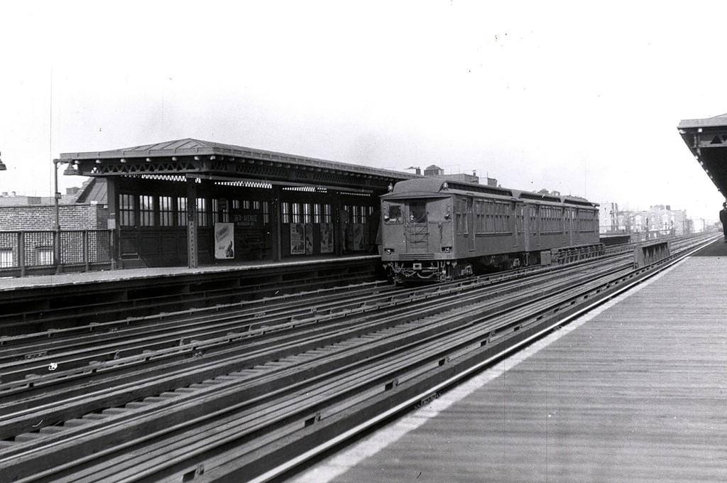 (175k, 1024x680)<br><b>Country:</b> United States<br><b>City:</b> New York<br><b>System:</b> New York City Transit<br><b>Line:</b> BMT Astoria Line<br><b>Location:</b> 36th/Washington Aves. <br><b>Car:</b> BMT Q  <br><b>Collection of:</b> George Conrad Collection<br><b>Date:</b> 2/1948<br><b>Viewed (this week/total):</b> 1 / 2648