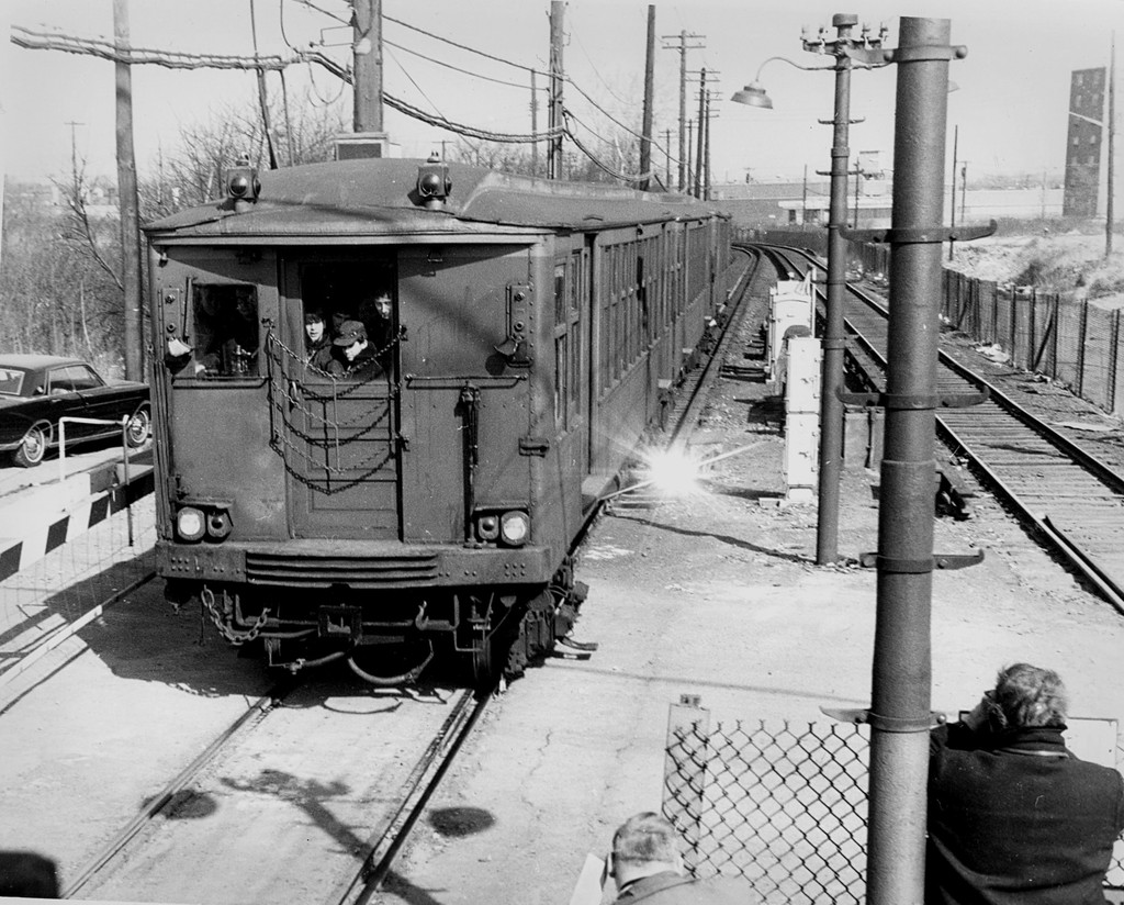 (239k, 1024x824)<br><b>Country:</b> United States<br><b>City:</b> New York<br><b>System:</b> New York City Transit<br><b>Line:</b> BMT Canarsie Line<br><b>Location:</b> East 105th Street (Grade Crossing) <br><b>Car:</b> BMT Q  <br><b>Collection of:</b> George Conrad Collection<br><b>Viewed (this week/total):</b> 4 / 1221