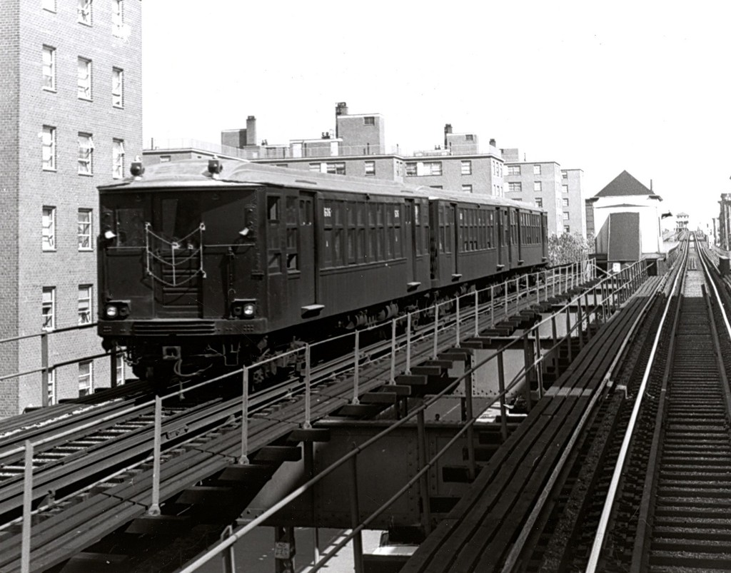 (182k, 1024x803)<br><b>Country:</b> United States<br><b>City:</b> New York<br><b>System:</b> New York City Transit<br><b>Line:</b> BMT Myrtle Avenue Line<br><b>Location:</b> Sumner Avenue <br><b>Car:</b> BMT Q  <br><b>Collection of:</b> George Conrad Collection<br><b>Date:</b> 9/30/1962<br><b>Viewed (this week/total):</b> 2 / 2277