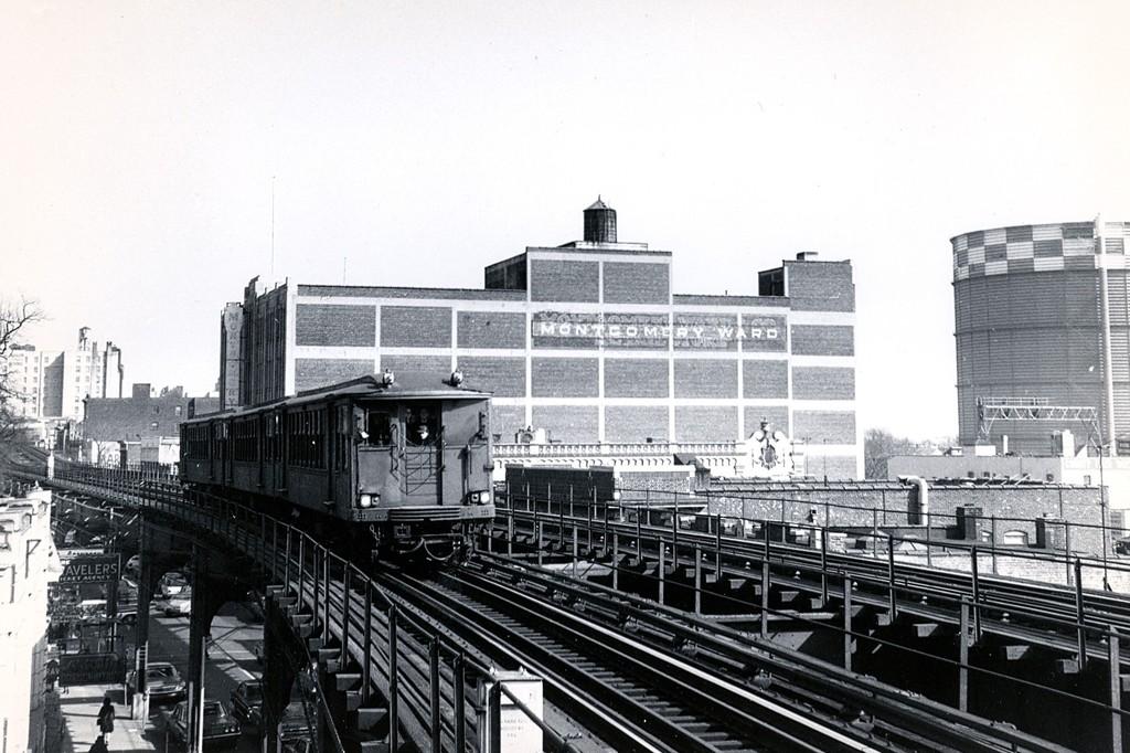 (195k, 1024x682)<br><b>Country:</b> United States<br><b>City:</b> New York<br><b>System:</b> New York City Transit<br><b>Line:</b> BMT Nassau Street/Jamaica Line<br><b>Location:</b> Sutphin Boulevard (Demolished) <br><b>Route:</b> Fan Trip<br><b>Car:</b> BMT Q  <br><b>Collection of:</b> George Conrad Collection<br><b>Date:</b> 2/22/1968<br><b>Viewed (this week/total):</b> 0 / 2186