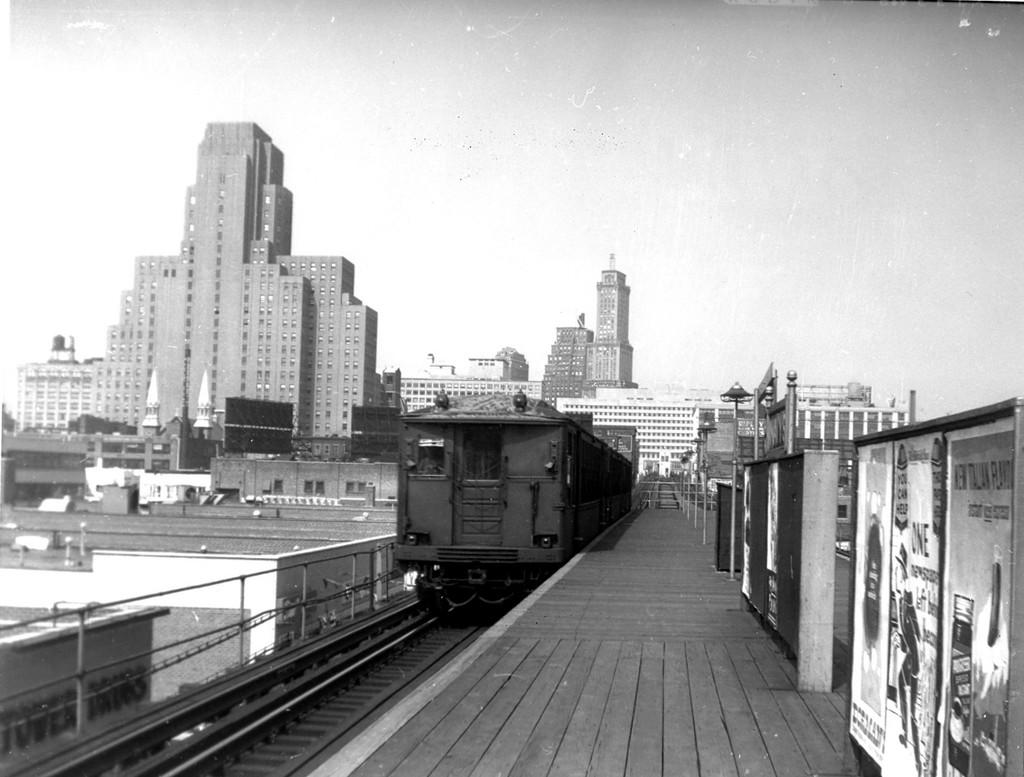 (160k, 1024x777)<br><b>Country:</b> United States<br><b>City:</b> New York<br><b>System:</b> New York City Transit<br><b>Line:</b> BMT Myrtle Avenue Line<br><b>Location:</b> Navy Street <br><b>Car:</b> BMT Q  <br><b>Collection of:</b> George Conrad Collection<br><b>Date:</b> 8/7/1960<br><b>Viewed (this week/total):</b> 1 / 2253