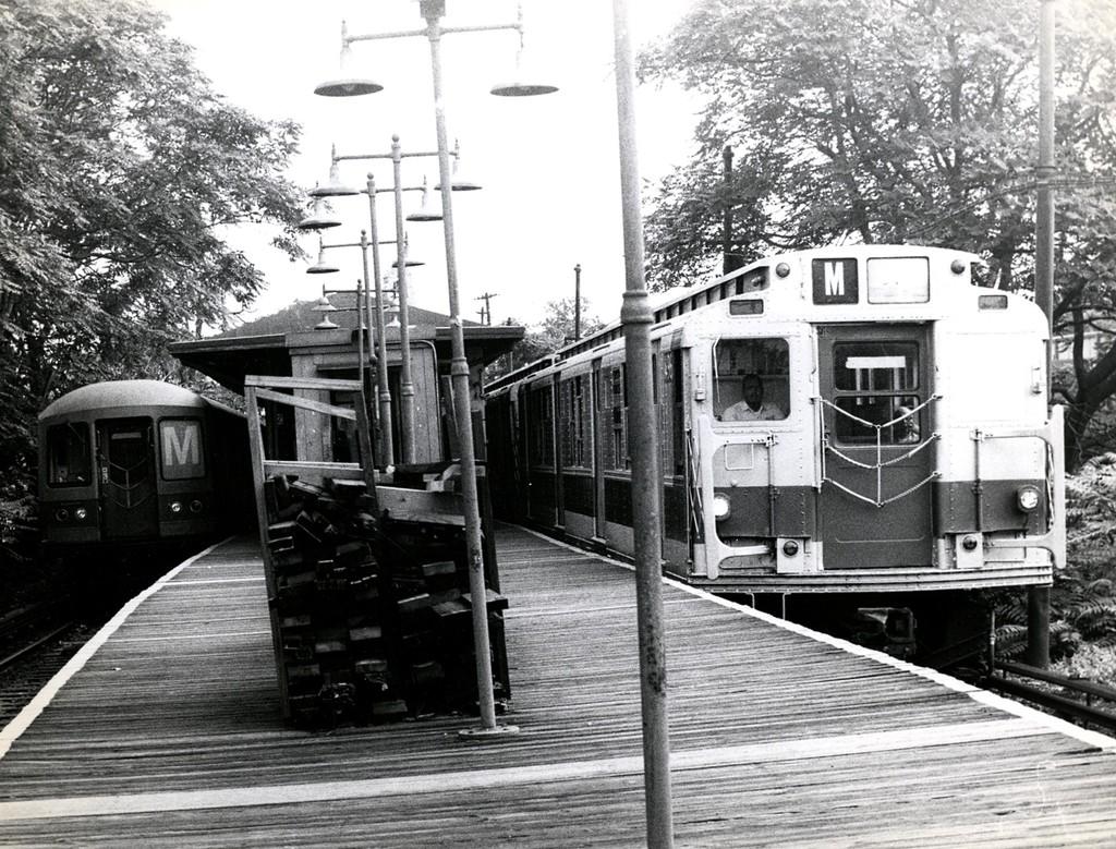 (280k, 1024x779)<br><b>Country:</b> United States<br><b>City:</b> New York<br><b>System:</b> New York City Transit<br><b>Line:</b> BMT Myrtle Avenue Line<br><b>Location:</b> Metropolitan Avenue <br><b>Route:</b> M<br><b>Car:</b> R-1/R-9 Series   <br><b>Collection of:</b> George Conrad Collection<br><b>Date:</b> 8/2/1970<br><b>Notes:</b> With new R42s<br><b>Viewed (this week/total):</b> 2 / 2161