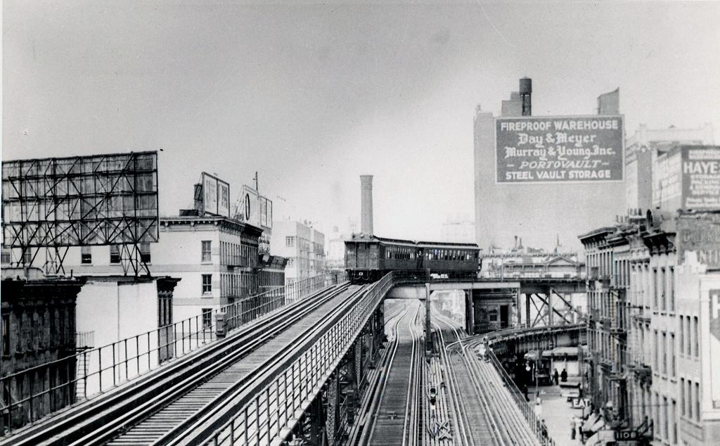 (273k, 1024x634)<br><b>Country:</b> United States<br><b>City:</b> New York<br><b>System:</b> New York City Transit<br><b>Line:</b> 2nd Avenue El<br><b>Location:</b> Queensborough Bridge <br><b>Photo by:</b> Ed Watson/Arthur Lonto Collection<br><b>Collection of:</b> Frank Pfuhler<br><b>Date:</b> 1939<br><b>Viewed (this week/total):</b> 5 / 1926