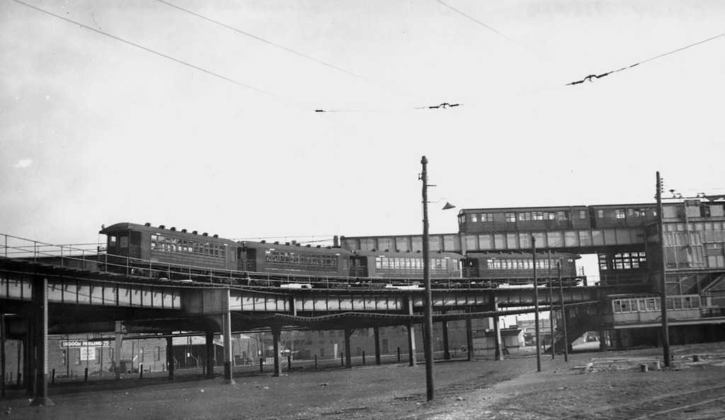 (107k, 1024x593)<br><b>Country:</b> United States<br><b>City:</b> New York<br><b>System:</b> New York City Transit<br><b>Line:</b> BMT Culver Line<br><b>Location:</b> West 8th Street <br><b>Car:</b> BMT Elevated Gate Car  <br><b>Collection of:</b> George Conrad Collection<br><b>Date:</b> 1939<br><b>Notes:</b> Culver service lower level; Brighton upper level at West 8th.<br><b>Viewed (this week/total):</b> 1 / 2890