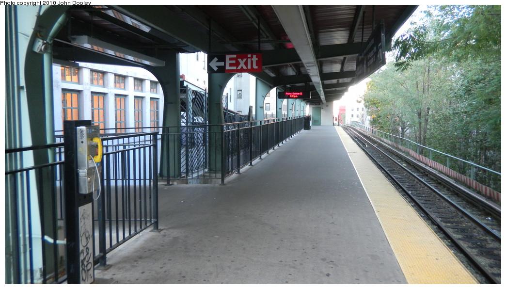 (248k, 1044x596)<br><b>Country:</b> United States<br><b>City:</b> New York<br><b>System:</b> New York City Transit<br><b>Line:</b> BMT Franklin<br><b>Location:</b> Park Place <br><b>Photo by:</b> John Dooley<br><b>Date:</b> 10/23/2010<br><b>Viewed (this week/total):</b> 0 / 1886