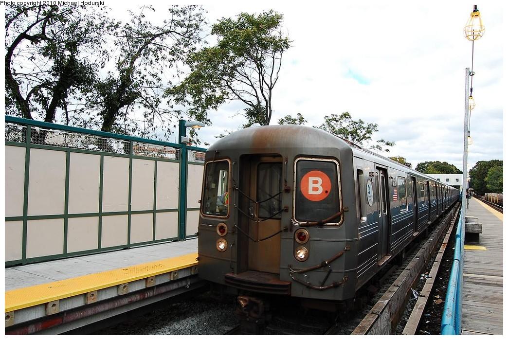 (281k, 1044x699)<br><b>Country:</b> United States<br><b>City:</b> New York<br><b>System:</b> New York City Transit<br><b>Line:</b> BMT Brighton Line<br><b>Location:</b> Avenue J <br><b>Route:</b> B<br><b>Car:</b> R-68A (Kawasaki, 1988-1989)  5118 <br><b>Photo by:</b> Michael Hodurski<br><b>Date:</b> 10/15/2010<br><b>Viewed (this week/total):</b> 1 / 1028