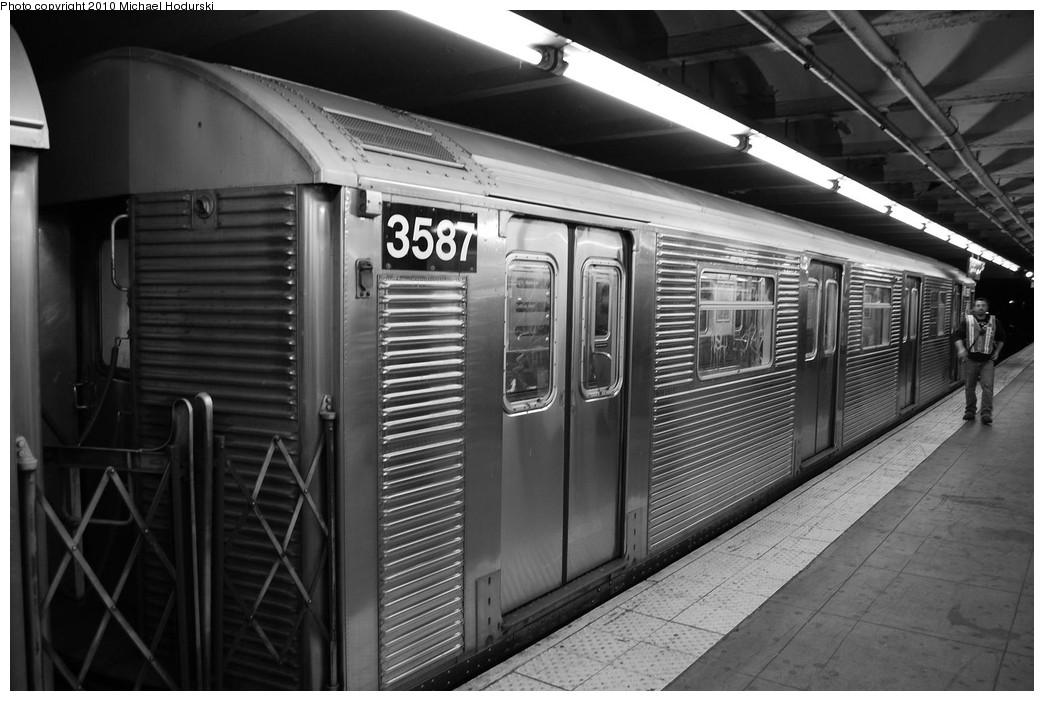 (208k, 1044x701)<br><b>Country:</b> United States<br><b>City:</b> New York<br><b>System:</b> New York City Transit<br><b>Line:</b> IND 8th Avenue Line<br><b>Location:</b> 168th Street <br><b>Route:</b> C<br><b>Car:</b> R-32 (Budd, 1964)  3587 <br><b>Photo by:</b> Michael Hodurski<br><b>Date:</b> 10/15/2010<br><b>Viewed (this week/total):</b> 0 / 879