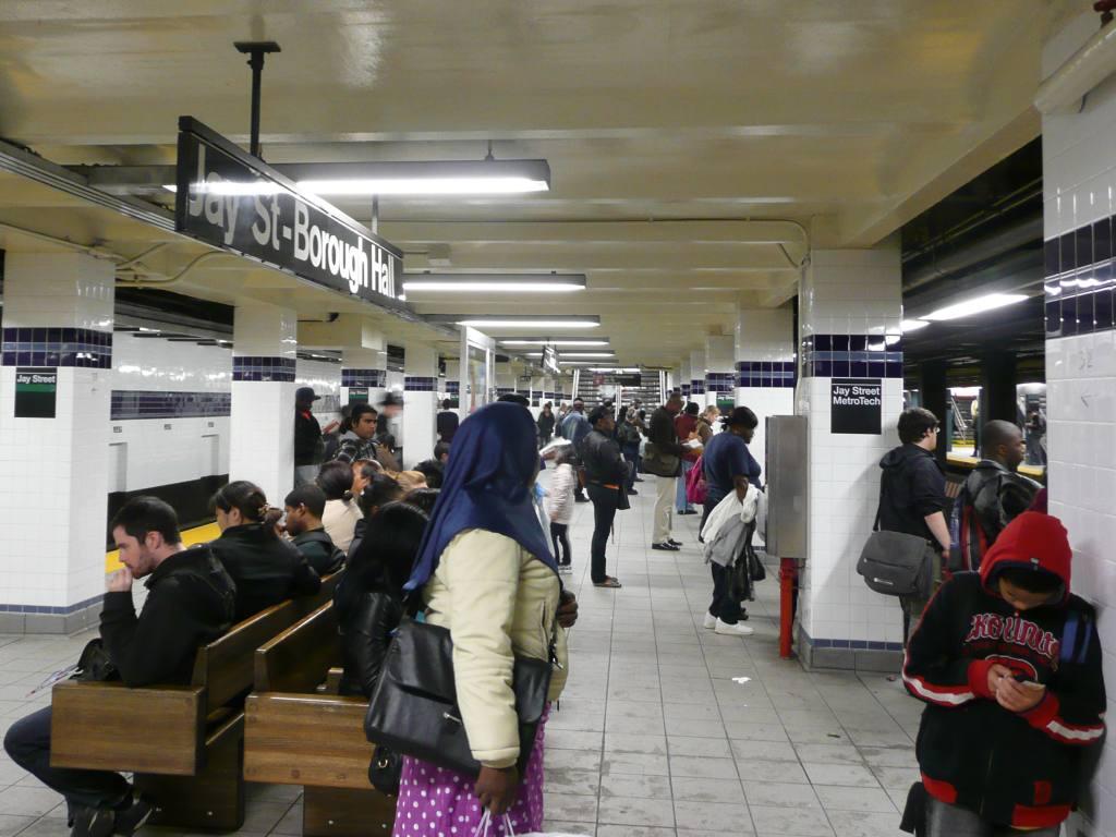 (101k, 1024x768)<br><b>Country:</b> United States<br><b>City:</b> New York<br><b>System:</b> New York City Transit<br><b>Line:</b> IND 8th Avenue Line<br><b>Location:</b> Jay St./Metrotech (Borough Hall) <br><b>Photo by:</b> Robbie Rosenfeld<br><b>Date:</b> 10/5/2010<br><b>Notes:</b> New Jay St-Metrotech signs.<br><b>Viewed (this week/total):</b> 0 / 1582