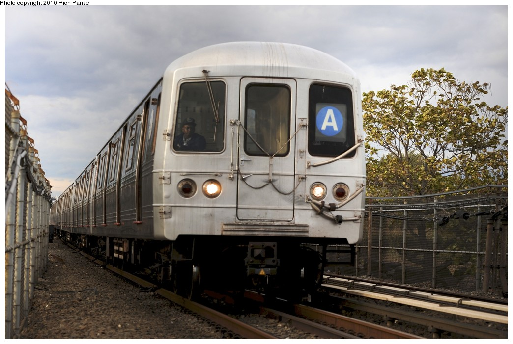 (186k, 1044x701)<br><b>Country:</b> United States<br><b>City:</b> New York<br><b>System:</b> New York City Transit<br><b>Line:</b> IND Rockaway<br><b>Location:</b> Howard Beach <br><b>Route:</b> A<br><b>Car:</b> R-46 (Pullman-Standard, 1974-75)  <br><b>Photo by:</b> Richard Panse<br><b>Date:</b> 10/15/2010<br><b>Viewed (this week/total):</b> 0 / 1262