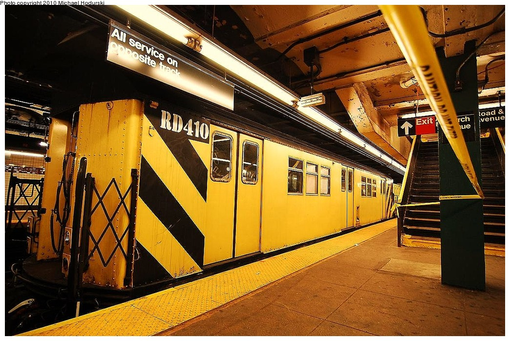 (312k, 1044x699)<br><b>Country:</b> United States<br><b>City:</b> New York<br><b>System:</b> New York City Transit<br><b>Line:</b> IND Crosstown Line<br><b>Location:</b> Church Avenue <br><b>Route:</b> Work Service<br><b>Car:</b> R-161 Rider Car (ex-R-33)  RD410 <br><b>Photo by:</b> Michael Hodurski<br><b>Date:</b> 1/2/2010<br><b>Viewed (this week/total):</b> 1 / 861