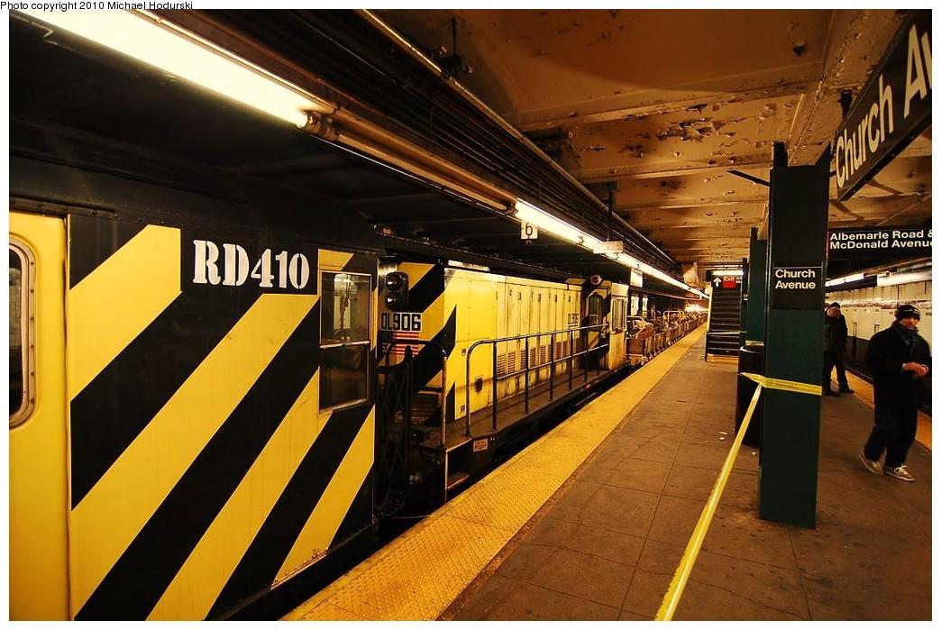 (244k, 1044x699)<br><b>Country:</b> United States<br><b>City:</b> New York<br><b>System:</b> New York City Transit<br><b>Line:</b> IND Crosstown Line<br><b>Location:</b> Church Avenue <br><b>Route:</b> Work Service<br><b>Car:</b> R-120 Locomotive  906 <br><b>Photo by:</b> Michael Hodurski<br><b>Date:</b> 1/2/2010<br><b>Viewed (this week/total):</b> 0 / 592