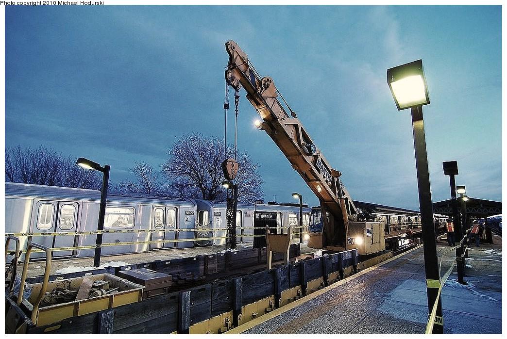 (303k, 1044x699)<br><b>Country:</b> United States<br><b>City:</b> New York<br><b>System:</b> New York City Transit<br><b>Line:</b> BMT Culver Line<br><b>Location:</b> 18th Avenue <br><b>Route:</b> Work Service<br><b>Car:</b> R-113 Crane Car  270 <br><b>Photo by:</b> Michael Hodurski<br><b>Date:</b> 1/2/2010<br><b>Viewed (this week/total):</b> 0 / 1321