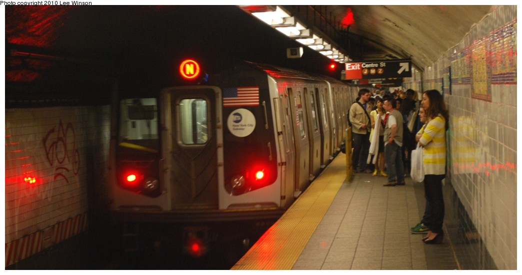 (151k, 1044x549)<br><b>Country:</b> United States<br><b>City:</b> New York<br><b>System:</b> New York City Transit<br><b>Line:</b> BMT Broadway Line<br><b>Location:</b> Canal Street (Manhattan Bridge Branch) <br><b>Photo by:</b> Lee Winson<br><b>Date:</b> 5/15/2010<br><b>Viewed (this week/total):</b> 0 / 1359